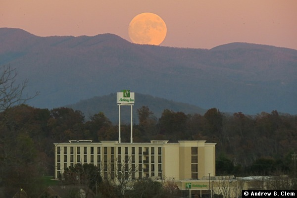 Moonrise, Holiday Inn 13 Nov 2016-A
